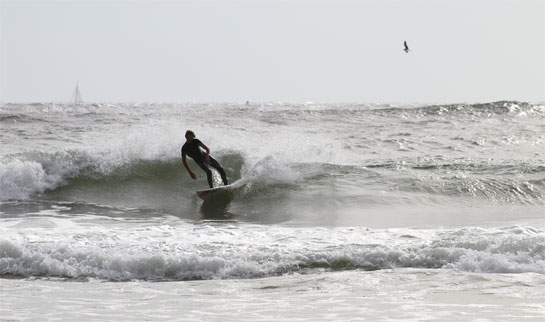 Surfing photo 1
